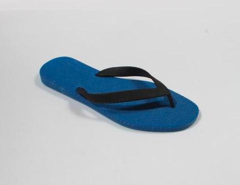 Photo représentant une tong bleu et noir LIma